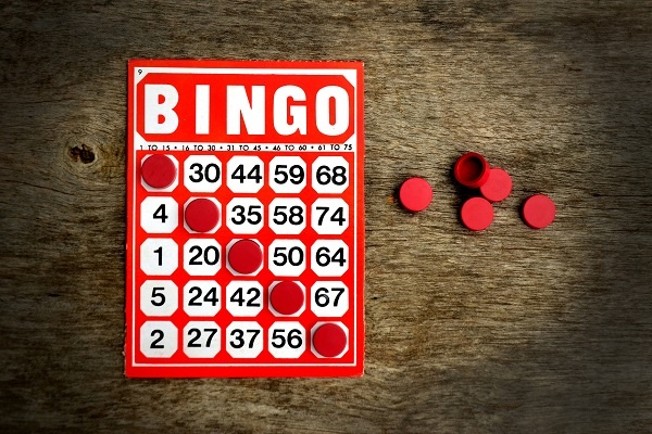 bingo_card_and_chips_84083797-5