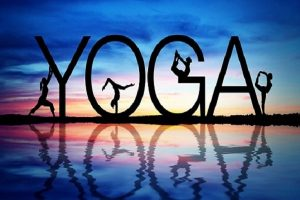 event_yoga_surrounded_by_art