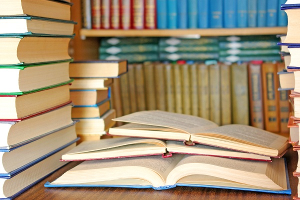 books_open_on_desk_in_library_60121213-3