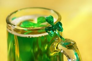 event_st_patricks_day_party_green_beer_glitter_clover_floating_on_beer