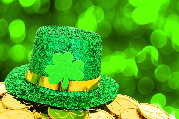 st_patricks_glittery_green_hat_and_gold_coins_126601775