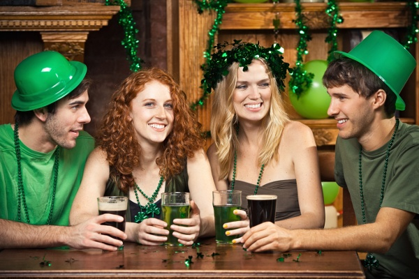 st_patricks_group_in_bar_wearing_st_patricks_day_hats_141719401-1